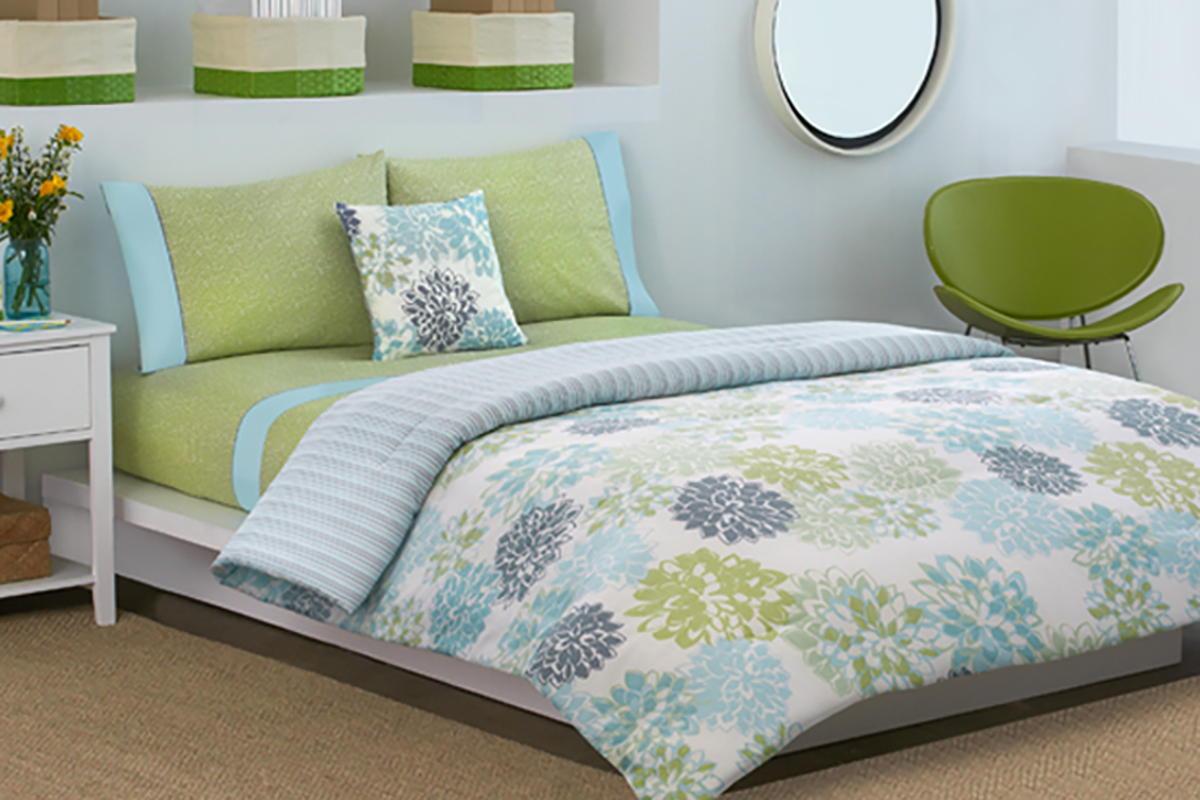 dkny-secret-garden-comforter-set-floral-green-blue-800×533